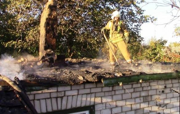 На Черкащині вогонь знищив дах житлового будинку (ВІДЕО)
