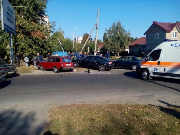 ДТП у Черкасах: зіткнулися одразу три авто, є постраждала (ФОТО)