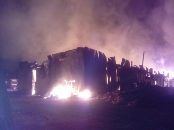 На черкаському підприємстві сталася пожежа, яку було видно з усього міста (ВІДЕО)
