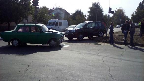ДТП у Черкасах: водій поїхав на червоний сигнал світлофору (фотофакт)