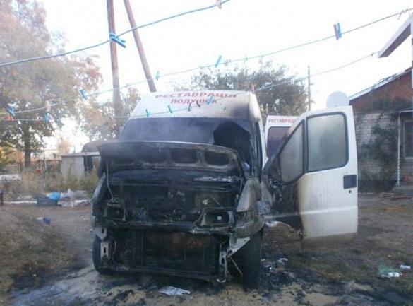 На Черкащині в місті блискавично загорівся мікроавтобус