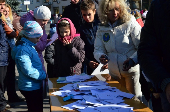 На Черкащині встановили рекорд, відправивши АТОвцям найбільшу кількість листів