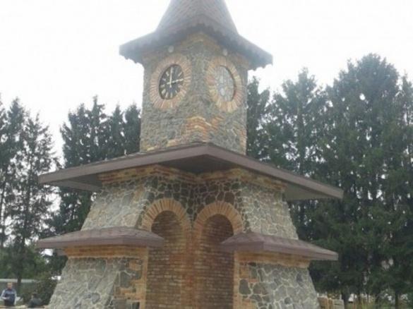 На Черкащині збудували Годинникову вежу