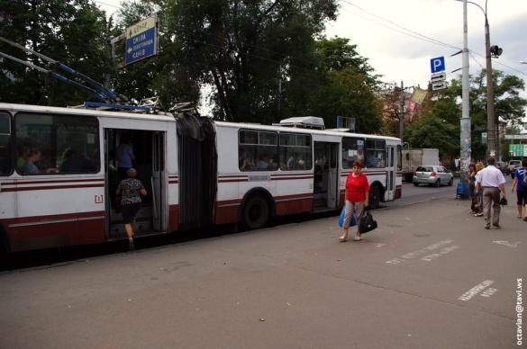 У Черкасах літня жінка впала у тролейбусі
