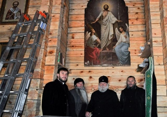 У смілянському монастирі серед лісу замироточив образ Христа