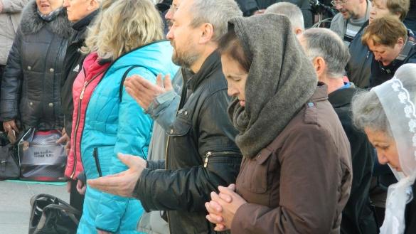 У центрі Черкас люди молилися за чесні вибори