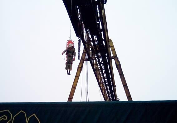 На Черкащині у чоловіка стався серцевий напад на 20-метровій висоті