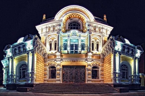 Незвичні вихідні у Черкасах: відомі жителі міста та комедія на сцені