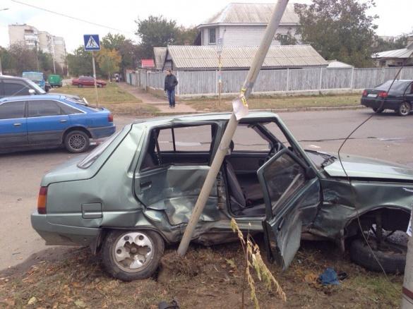 У черговій ДТП у Черкасах вщент розбилися два авто (ФОТО)