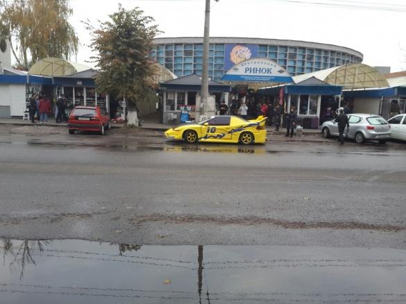 У Черкасах помітили автомобіль Бетмена (ФОТО)