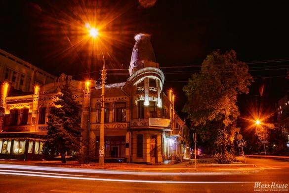 Нічний центр у вогнях: черкаський фотограф показав осіннє місто