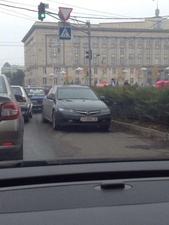 У Черкасах запримітили паркувальника від Бога