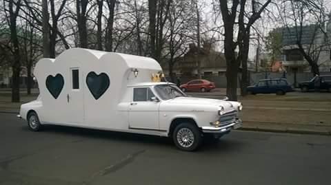 У Черкасах з'явився автомобіль кохання (ФОТО)