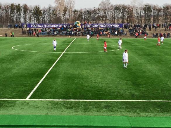Оновлене поле на Черкащині випробовували зіркові гравці київського