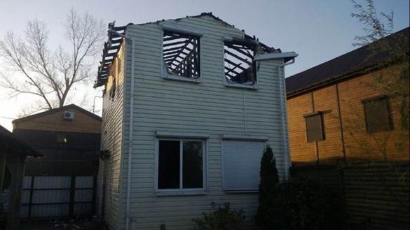 У Черкасах спалили дачний будинок сина Олійника (ФОТО, ВІДЕО)