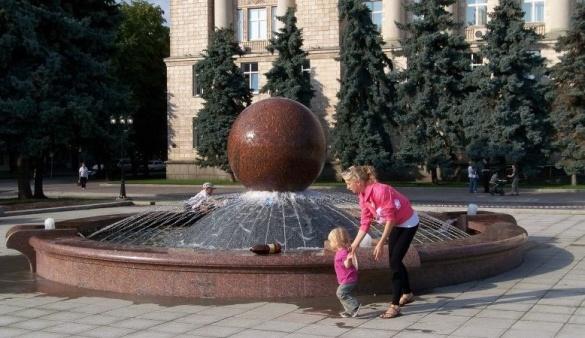Вінницький фонтан є братом-близнюком черкаського