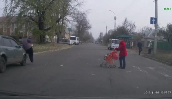У Черкасах збили жінку з дитиною на пішохідному переході (ВІДЕО)