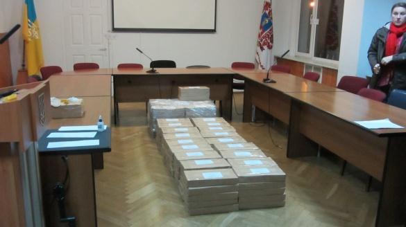 Бюлетені для голосування виборів мера привезли до Черкас