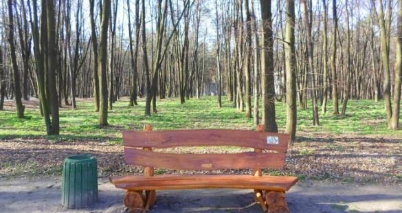 Антивандальні лавки з'явились у черкаських парках