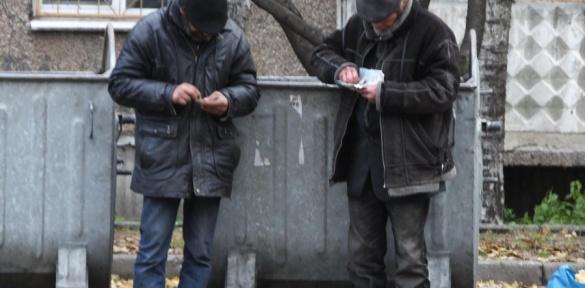 Черкаські безхатченки виживають завдяки смітникам (ВІДЕО)