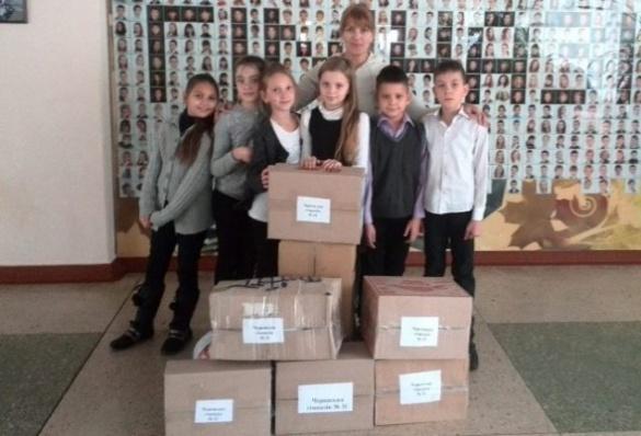 Черкаські школярі зібрали сім ящиків теплих речей для передової