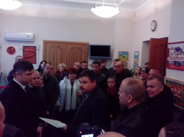 У приймальні голови Черкаської ОДА підприємці протестують проти Вельбівця
