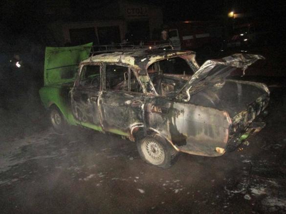 У Черкасах через пожежу мало не вибухнуло авто (ВІДЕО)