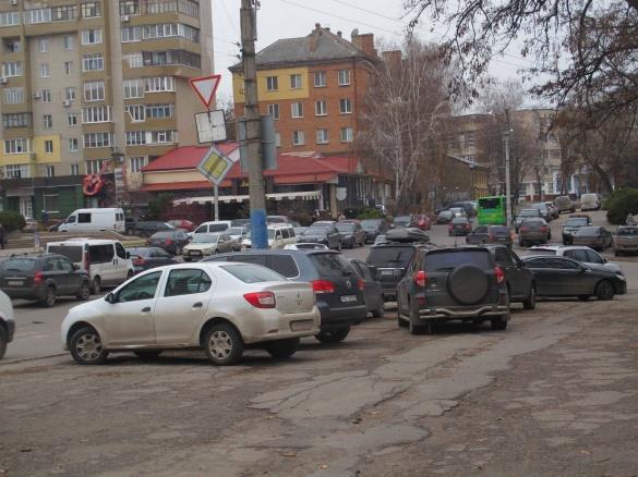 У центрі Черкас відбувся масштабний з'їзд горе-водіїв (фоторепортаж)
