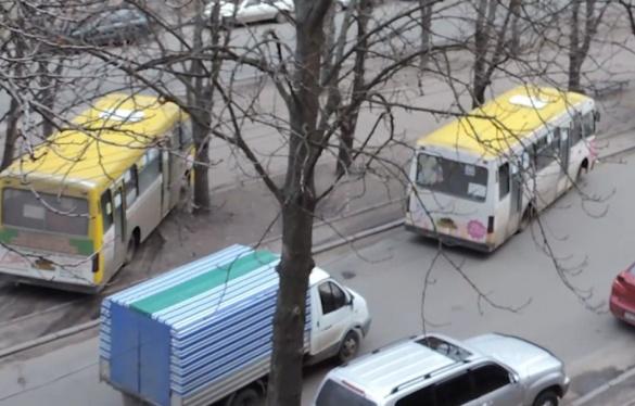У Черкасах через ДТП автобуси їздили центральною алеєю (ВІДЕО)
