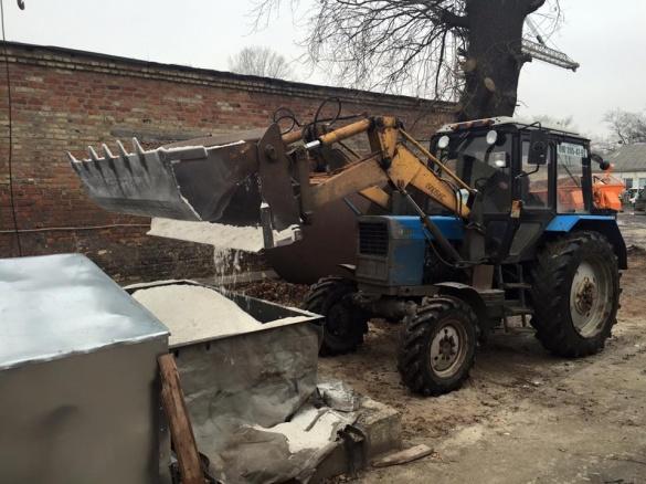 У Черкасах почали готувати соляний розчин для очищення доріг від снігу