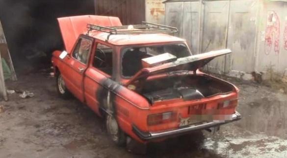 У одному із черкаських гаражів загорілася машина (ВІДЕО)