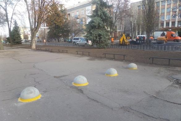 Черкаська школа встановила ліхтарі на вулиці Небесної Сотні