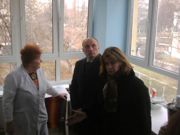 Міський голова Черкас інспектував стан реконструкції дитячої поліклініки