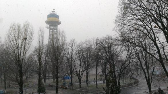 У перший день зими вулиці Черкас засніжило (ФОТО)