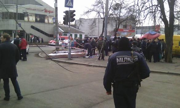 Рятувальники оприлюднили попередню причину падіння рекламного щита у центрі Черкас