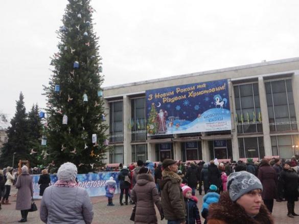 Як у Черкасах відкривали головну новорічну ялинку міста (ВІДЕО)