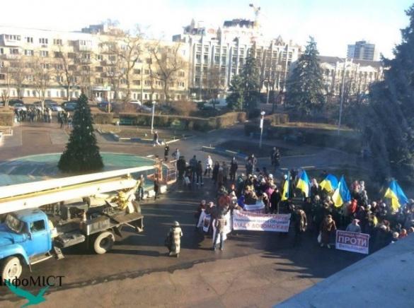 На сесії Черкаської облради готується протест проти Вельбівця, правоохоронці в очікуванні
