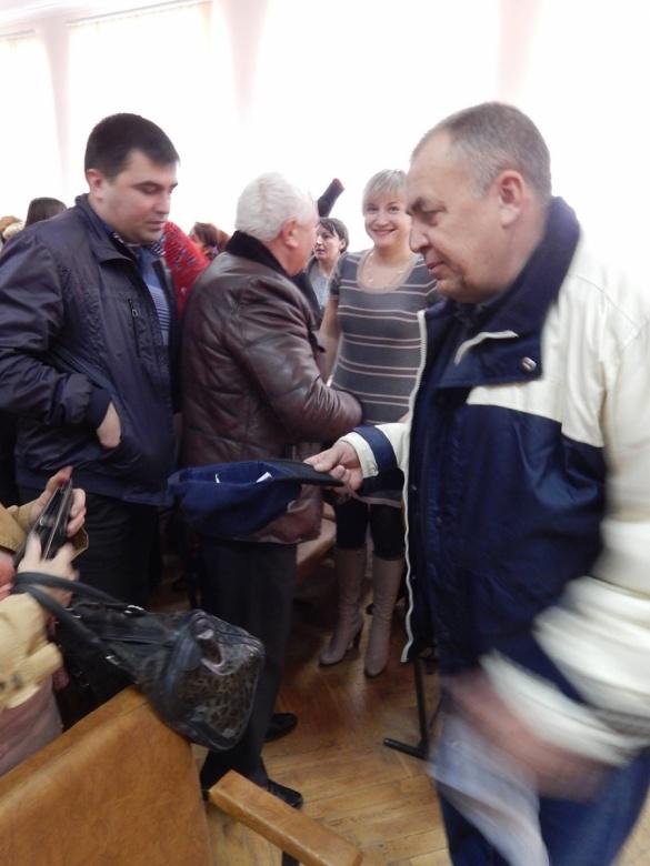 На Черкащині депутат збирав у кепку гроші для волонтерів АТО
