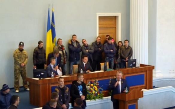 Зі сварками та суперечками депутати Черкаської облради все ж розпочали роботу
