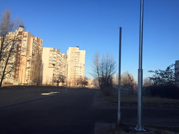 На проблемній ділянці Митниці нарешті роблять освітлення  (ФОТО)