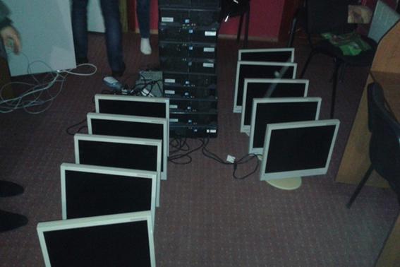 Під виглядом Інтернет-центру на Черкащині діяла мережа гральних закладів