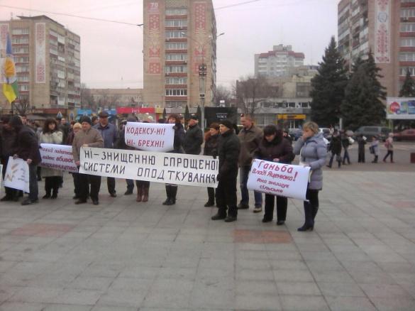Під стінами Черкаської ОДА мітингують аграрії (ФОТО)