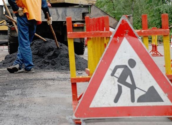У центрі Черкас продовжують ремонтувати дороги