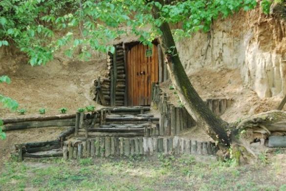 На Черкащині є унікальний печерний монастир 14 століття