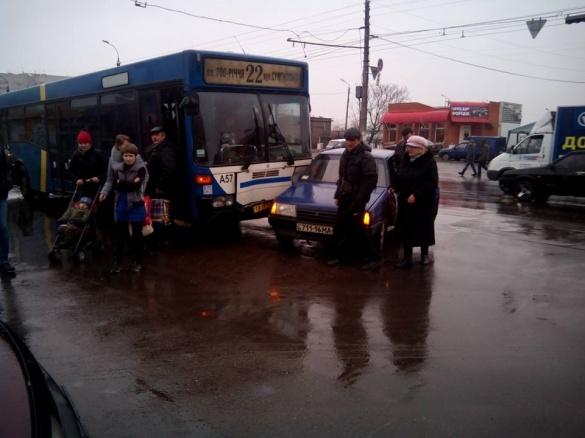 У Черкасах  сталася чергова ДТП за участю маршрутки (ФОТО)