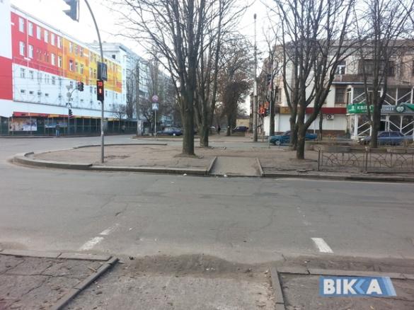 Небезпечна економія: на пішохідних переходах у Черкасах немає розмітки (ФОТО)