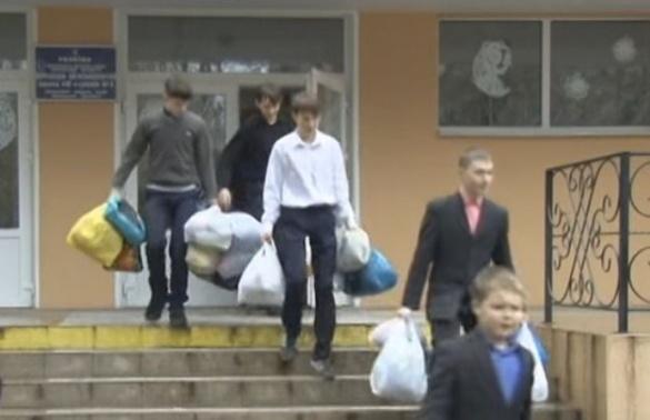 Черкаські школярі передали новорічні подарунки одноліткам із Луганщини