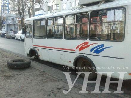 У черкаської маршрутки на ходу відлетіло колесо (ФОТО)