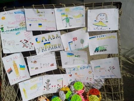 Черкаські АТОвці віддячили дітям за малюнки