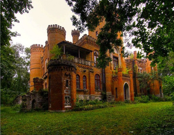 В Черкаській області руйнуються два неймовірних палаци (ФОТО)